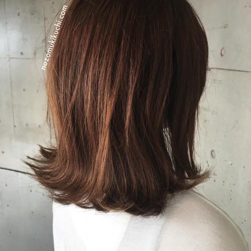 横浜美容室ラムデリカ.キクチのベージュカラーの肩はねミディアム