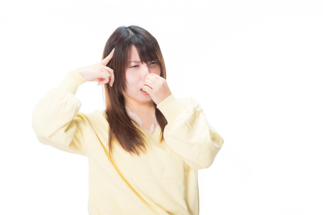 「頭皮が臭い!」その原因と臭いを消す方法を詳しく解説!