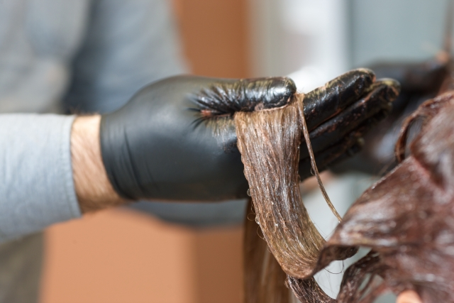 今年は髪の毛の静電気に要注意!!原因と防止対策方法を伝授!