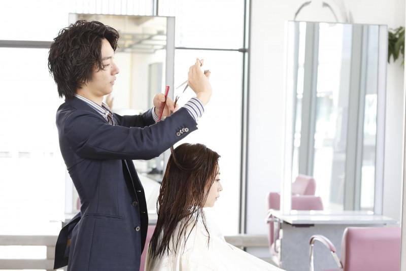 髪の毛のボリュームが出ない!?その原因と改善方法とは?