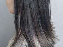 OLなどの大人レディから圧倒的支持を得る[air-AOYAMA]のカラー。暗髪でも透明感のある色味で重たく見えない