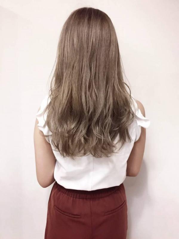 髪 色 色白 に 似合う