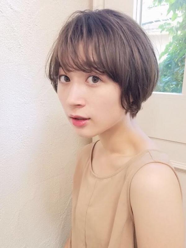 30代 丸顔 ショートヘア 前髪