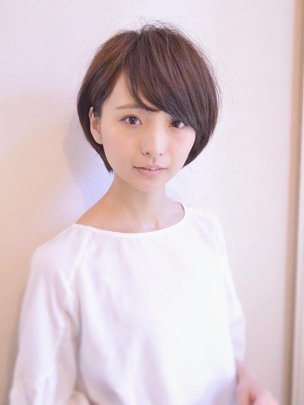 丸顔さんにおすすめ小顔ひし形ショートヘア(ショートヘア×長め)